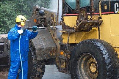 Professional cleaning and rust removal in construction machinery