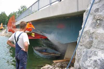 Using high pressure to prepare bridges for renovation