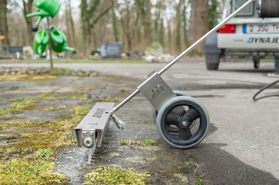 The correct temperature setting for clearing weeds with the high-pressure cleaner