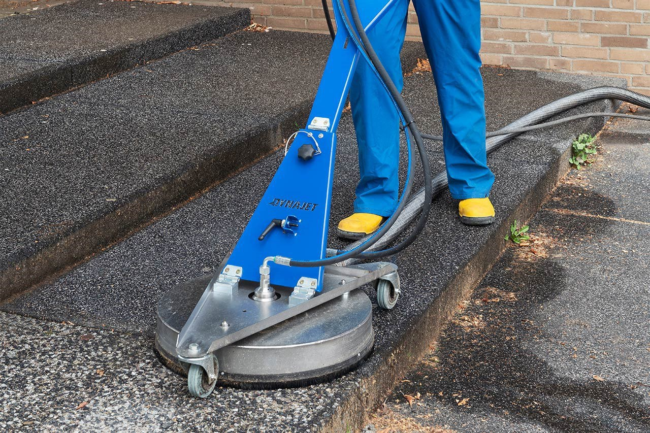 The revolution in surface cleaning: DYNAJET develops innovative floor cleaner with integrated dirty-water extraction.