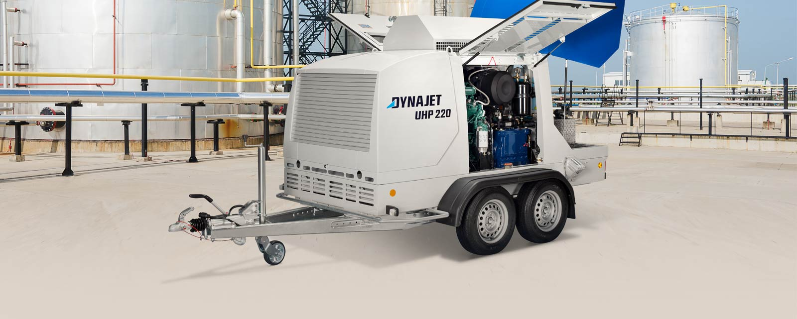 DYNAJET high-pressure cleaners get industrial plants clean in no time.