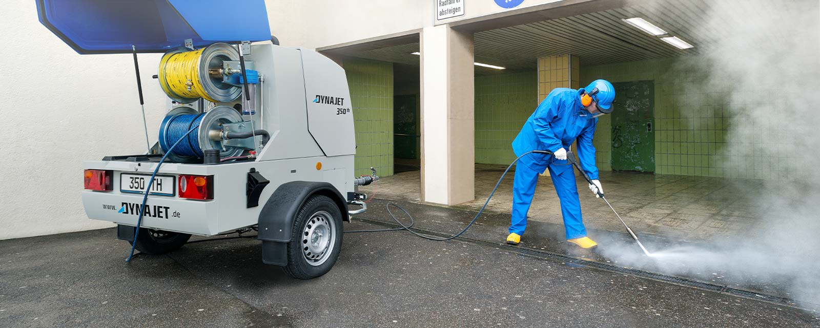 DYNAJET specialises in the high cleaning requirements of municipalities, buildings and cleaning service providers as well as GALA construction